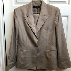 Anne Klein tan women's summer pant suit Size 14